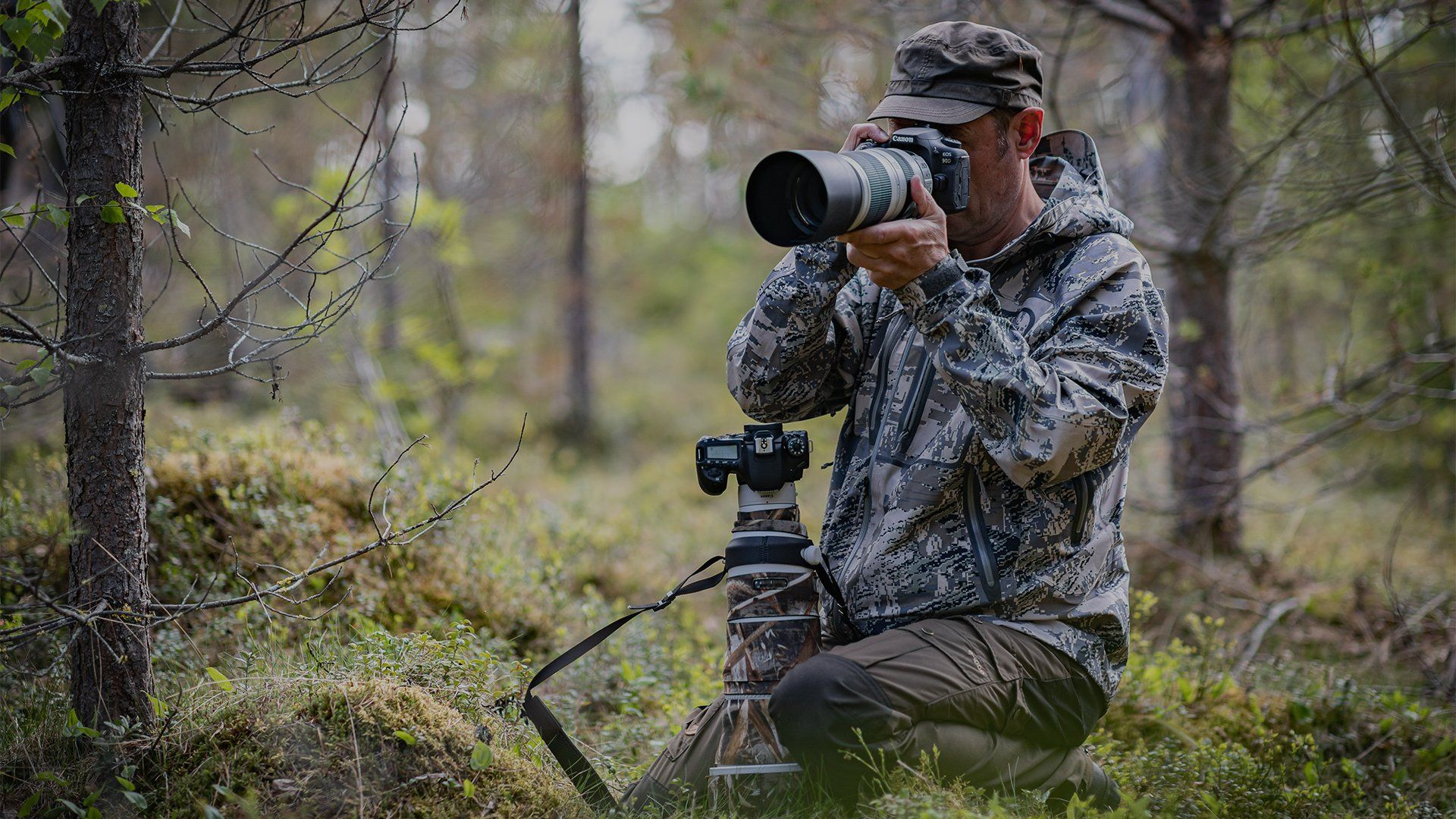 Markus Varesvuo uses the Canon EOS 90D in the woods.